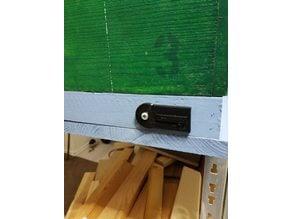 Beehive Nucleus - Entrance hole shutter