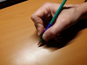 Finger guide for pen / Guide doigts crayon