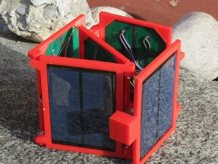 Foldable 5V solar panel to power or recharge  portable devices