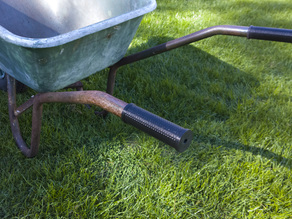 Wheelbarrow knurled handle grip