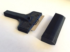 Razor blade scraper with cover