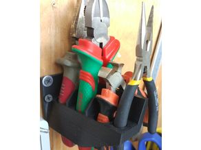 Holder for 4 pliers to the wall