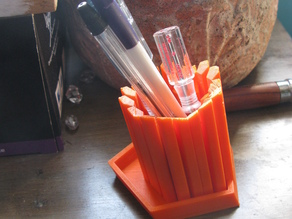 Really really ridiculously good-looking pencil holder.