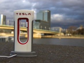 Tesla Super Charger for mobile phones (USB C)