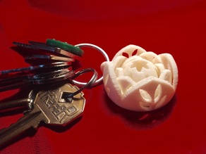 Gyroscopic keyring with flowers