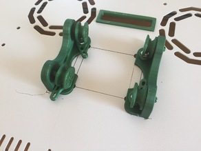 Width adjustment and bolting set for spool holder