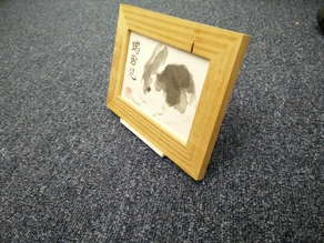 Freestanding easel type picture holder