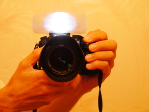 Customizable camera flash diffuser
