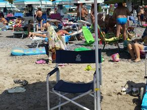 Beach umbrella and chair lazy coupler