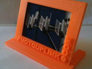 PhotoUpLink.com 3d printed picture frame 1 with stand