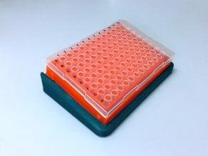 Tilted PCR rack/plate holder