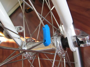 Spoke magnet housing for bicycle computers
