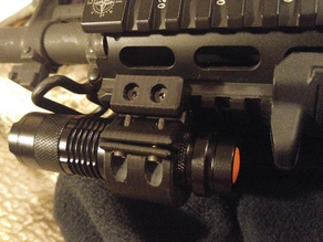 Picatinny flashlight mount